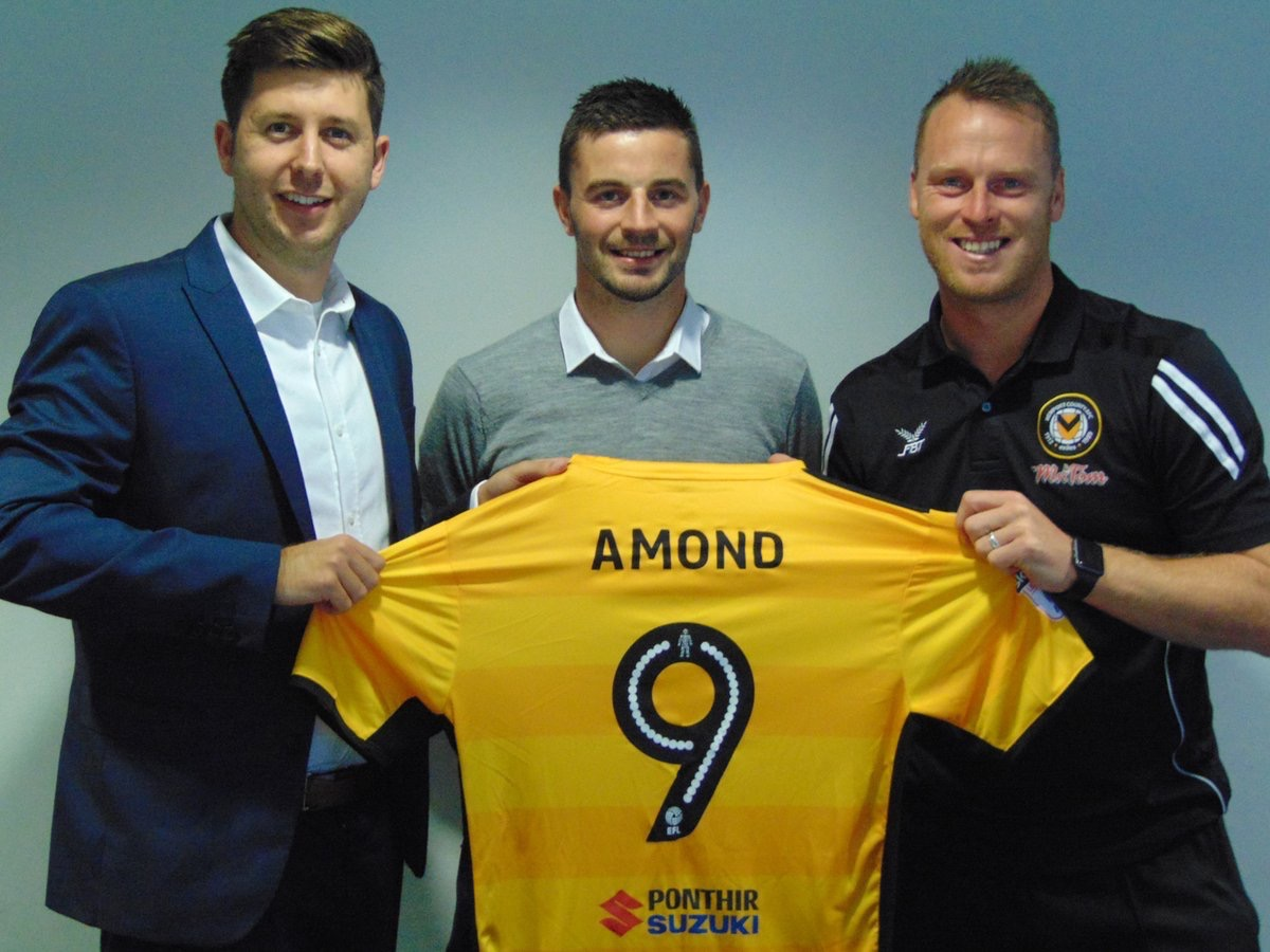 Padraig Amond signs for Newport County. Photo: Newport County/Twitter