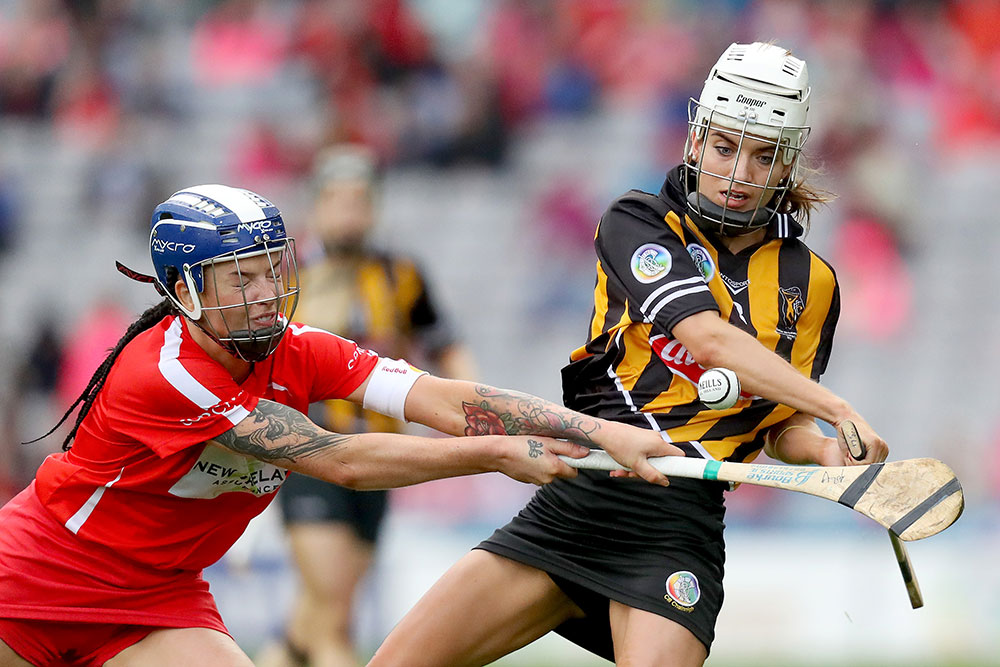 Cork's Ashling Thompson blocks Kilkenny's Davina Tobin  Mandatory Credit ©INPHO/Oisin Keniry