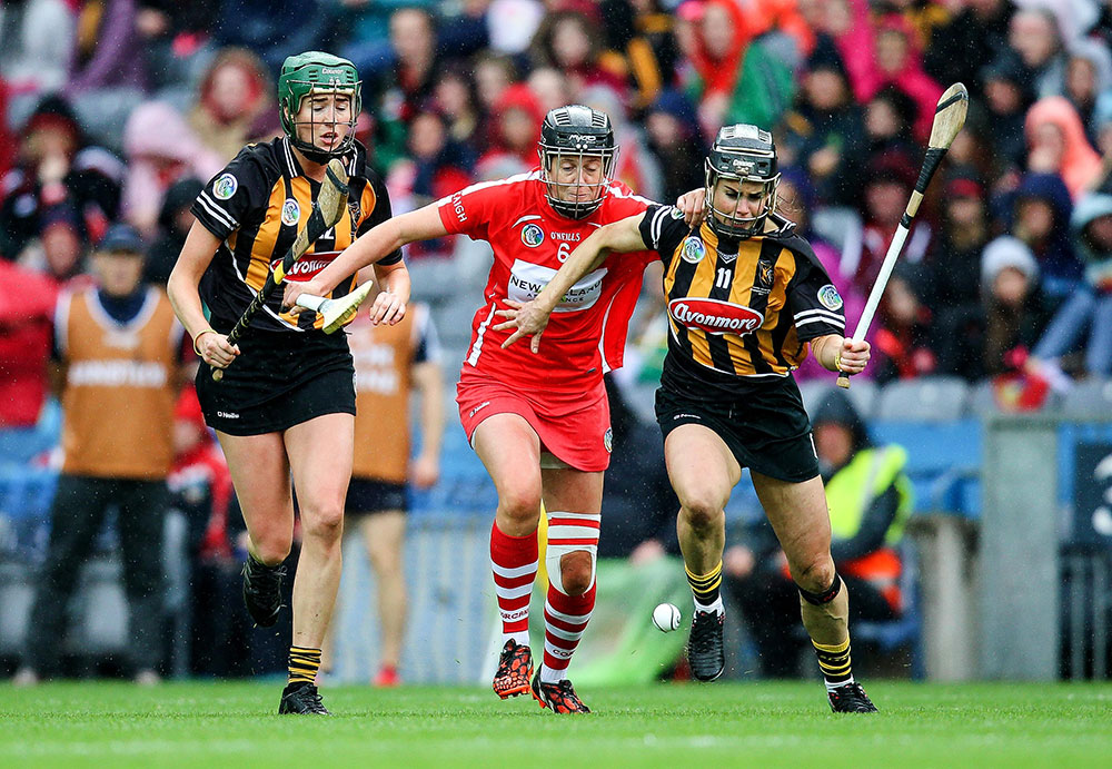 Cork's Gemma O'Connor with Katie Power of Kilkenny Mandatory Credit ©INPHO/Gary Carr