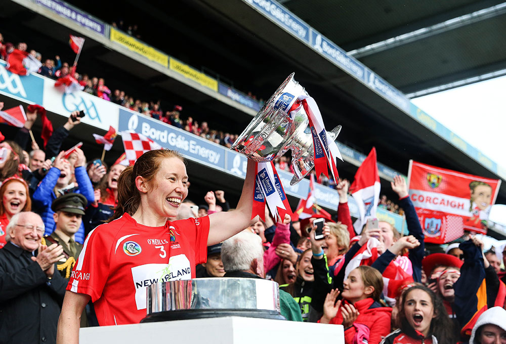 Cork's Rena Buckley lifts the trophy Mandatory Credit ©INPHO/Gary Carr