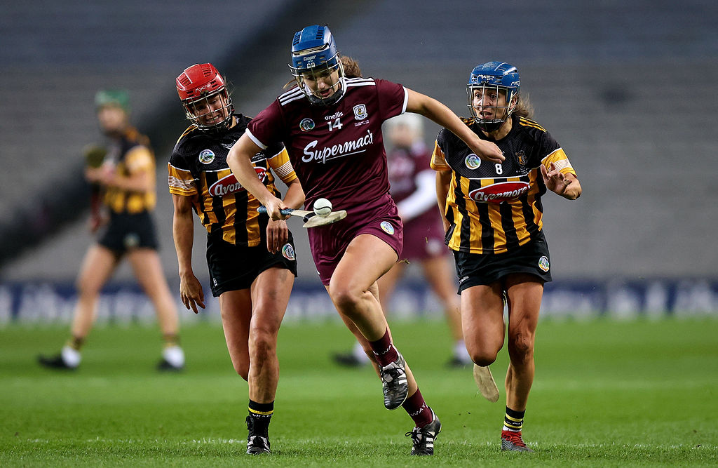Niamh Hanniffy with Grace Walsh and Anna Farrell 12/12/2020